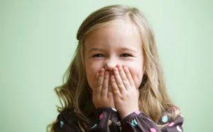Ребенок не закрывает рот