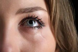 Текут слезы во сне