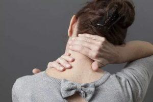 Насколько опасно резать шею со стороны спины?