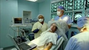 При каких обстоятельствах производят трепанацию черепа без наркоза?