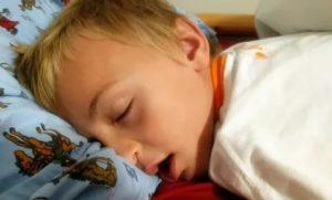 Ребенок ночью храпит и кашляет