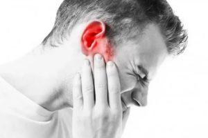 Боль в горле и заложенность уха