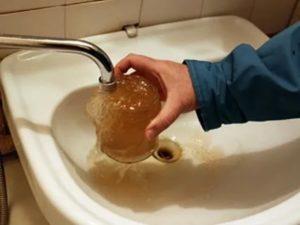 Опасно ли употребление ржавой воды?