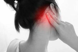 Тянущая боль за ухом
