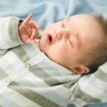 Ребенку 2 года, давится слюной